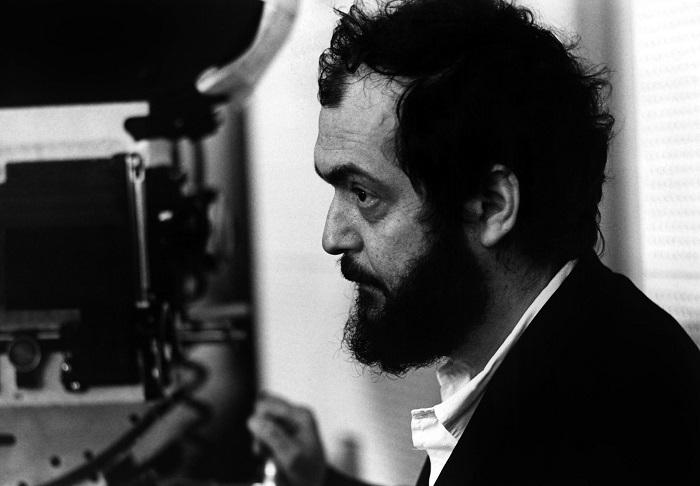 Stanley Kubrick sur le plateau du film Orange Mecanique 1972 - Stanley Kubrick on the set of CLOCKWORK ORANGE, 1972