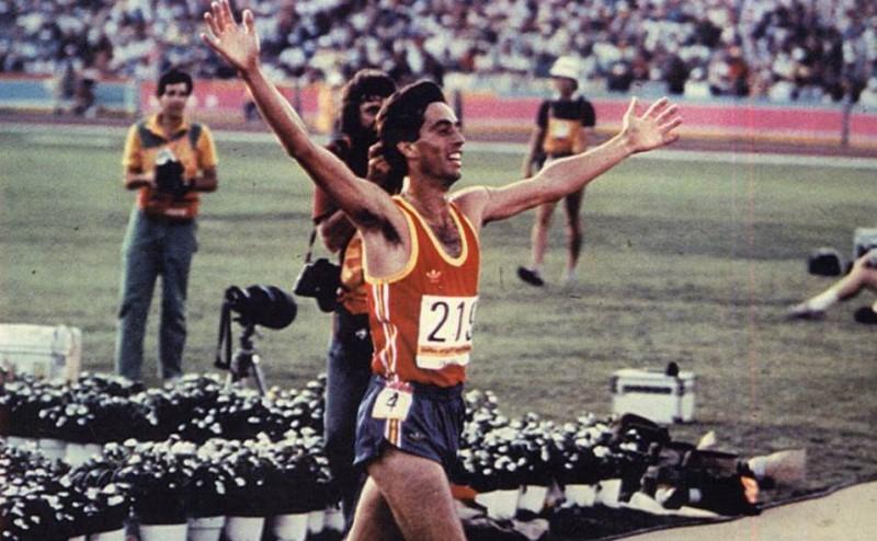 José Manuel Abascal celebrando la medalla de bronce en Los Ángeles 85. Fotografía cortesía de josemanuelabascal.es