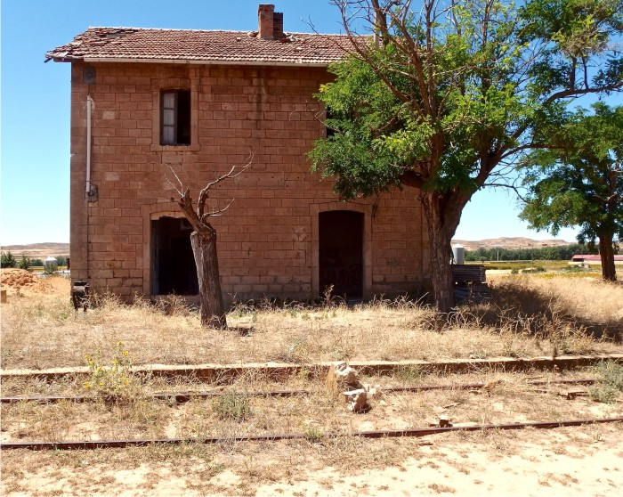 Estación abandonada de Monteagudo del Castillo.