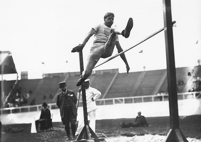 US athlete Ray Ewry (1873 - 1937) wins the standing high jump at the 1908 Summer Olympics in London, 23rd July 1908. (Photo by Topical Press Agency/Hulton Archive/Getty Images)