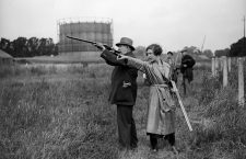 25th July 1931:  A cluster of sports folk clay pigeon shooting in Worcester Park.  (Photo by Fox Photos/Getty Images)