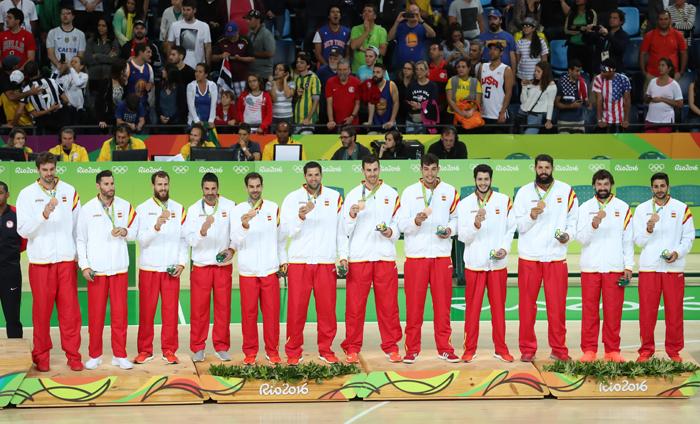 La selección española de baloncesto con la medalla de bronce de los Juegos Olímpicos de Rio de Janeiro. Foto: Cordon Press