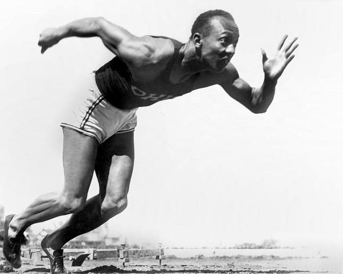 El atleta norteamericano Jesse Owens. Jesse Owens lors d'une compétition dans l'Ohio. 1936. TOP-0005314 Vente uniquement en France. Demander autorisation pour toute utilisation publicitaire.