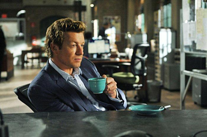 El mentalista: mientras toma ese té ya te la ha clavado doce veces pero sigue sin tener ni papa de quién coño es John el Rojo. Imagen: CBS.