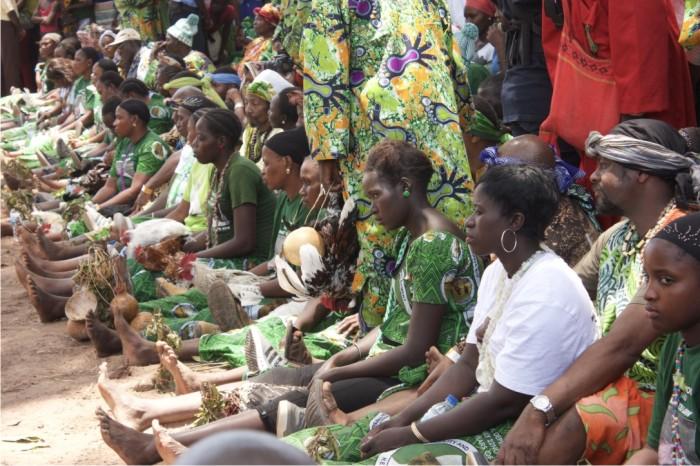Participantes durante el rito del Futampaf .