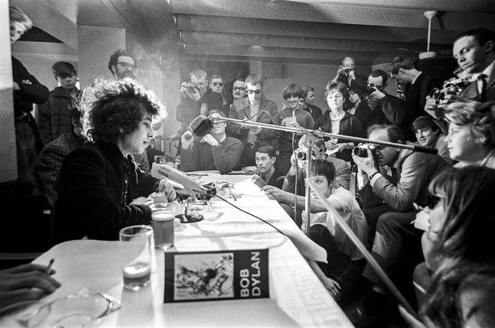 STOCKHOLM 1966-09-28 *For Your FIles* Bob Dylan during anpress conference in Stockholm, Sweden April 28, 1966 during his ' Bob Dylan World Tour 1966/ Kod: 151 **SvD OUT**