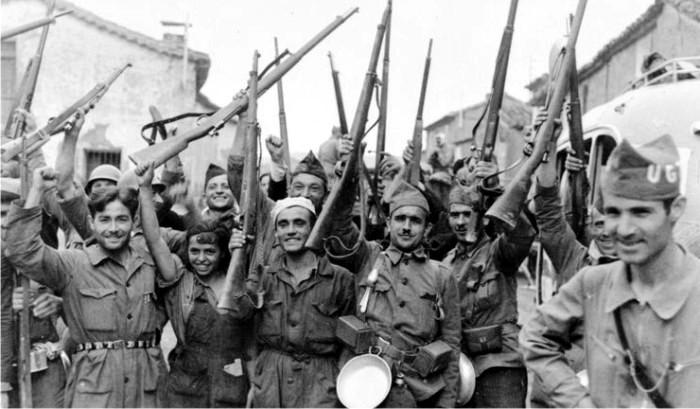Soldados republicanos en el frente de Madrid.