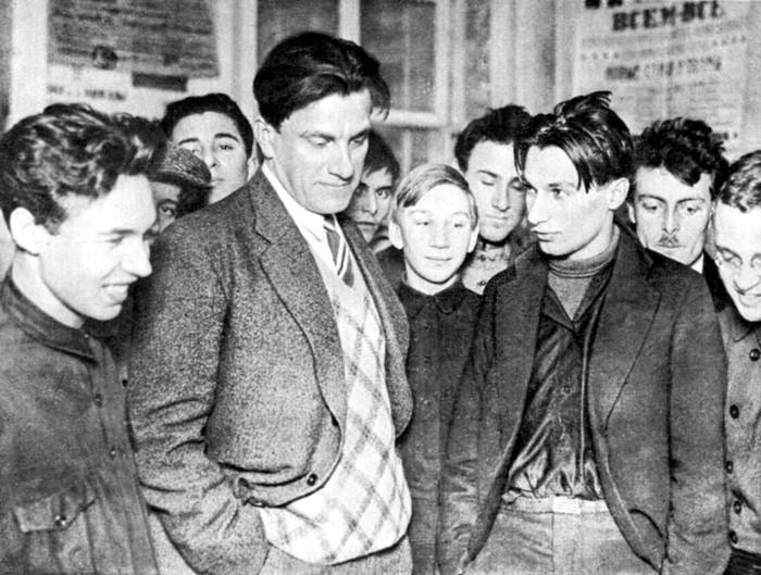 Vladimir Mayakovsky en la exposición por sus veinte años de trabajo, 1930. Fotografía: DP.
