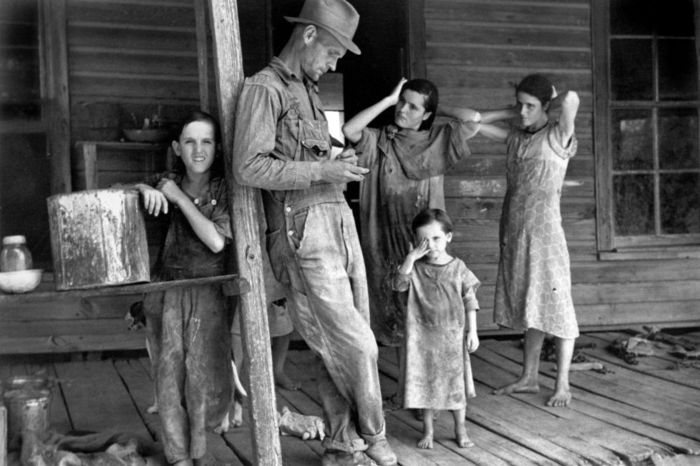 Floyd-Burroughs-and-his-children-–-Tengle-Alabama-1936