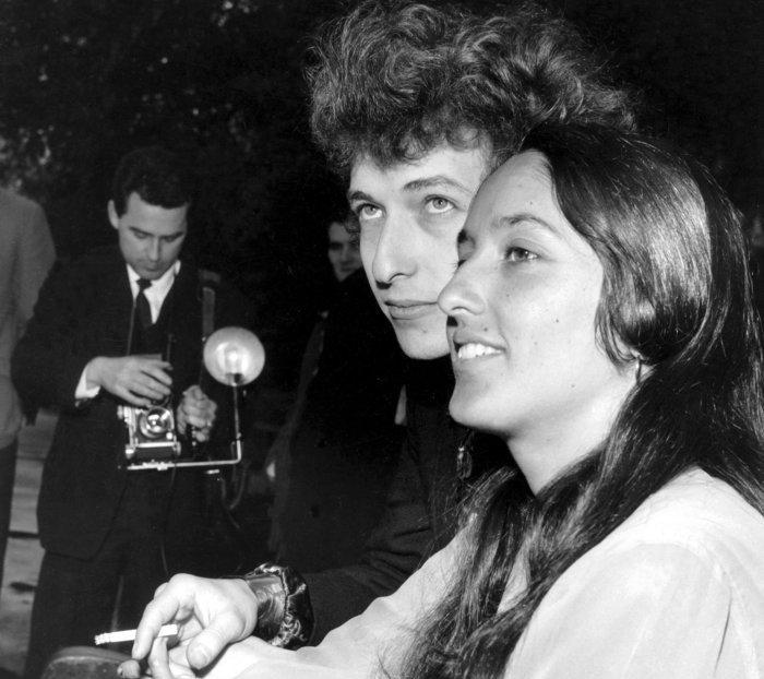 Bob Dylan follk singer with Joan Baez April 1965