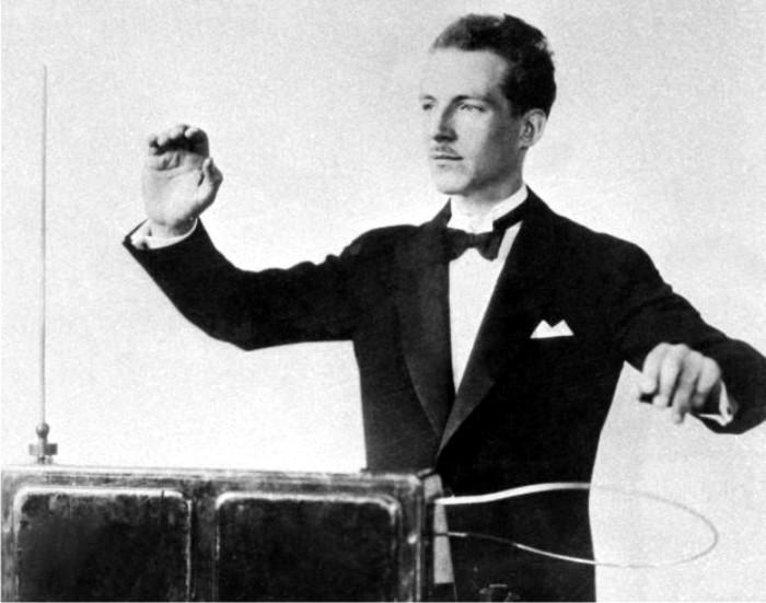 Léon Theremin en una demostración de su invento. Foto: DP.