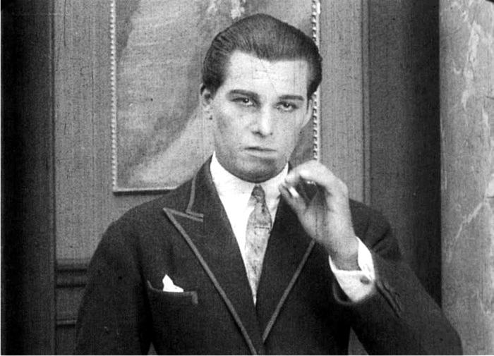 Juan Torena en el flim Eran trece. Imagen: Fox Film Corporation.