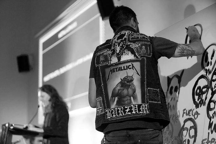 Performance BCNMp7. Metalurgias, de Aitor Saraiba y Maud the Moth. Fotografía de Miquel Taverna para el CCCB.