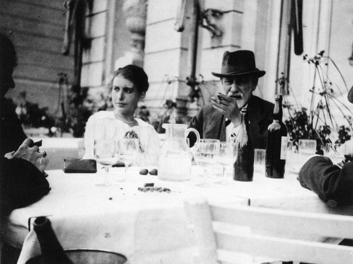 1200px Sigmund Freuds daughter Anna 1920.1