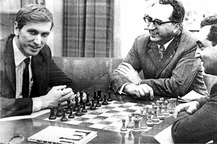 Bobby Fischer frente a Mark Taimánov. Foto: Dutch National Archives (DP)
