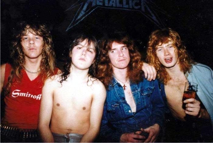 Cliff Burton (segundo por la derecha) llega a Metallica.