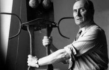 Joan Miro (1893-1983) peintre et sculpteur espagnol ici chez les freres Crommelynck boulevard des Invalides a Paris en 1957 --- Joan Miro (1893-1983) spanish painter and sculptor here at workshop studios of Crommelynck brothers in Paris, 1957   -------- Ce site respecte le droit d'auteur. Tous les droits des auteurs des oeuvres protégées reproduites et communiquées sur ce site, sont réservés. Sauf autorisation, toute utilisation des oeuvres autres que la reproduction et la consultation individuelles et privées sont interdites. Pour les publier ou les diffuser, vous devez impérativement obtenir l'autorisation préalable de l'ADAGP ou de ses correspondants à l'étranger et acquitter les droits d'auteur correspondants : ADAGP  11 rue Berryer  Paris Tel : (33) 1 43 59 09 79     Fax : (33) 1 45 63 44 89 Email : adagp@adagp.fr http : www.adagp.fr *** Local Caption *** Joan Miro (1893-1983) spanish painter and sculptor here at workshop studios of Crommelynck brothers in Paris, 1957   -- Ce site respecte le droit d'auteur. Tous les droits des auteurs des oeuvres protégées reproduites et communiquées sur ce site, sont réservés. Sauf autorisation, toute utilisation des oeuvres autres que la reproduction et la consultation individuelles et privées sont interdites. Pour les publier ou les diffuser, vous devez impérativement obtenir l'autorisation préalable de l'ADAGP ou de ses correspondants à l'étranger et acquitter les droits d'auteur correspondants : ADAGP  11 rue Berryer  Paris Tel : (33) 1 43 59 09 79     Fax : (33) 1 45 63 44 89 Email : adagp@adagp.fr http : www.adagp.fr