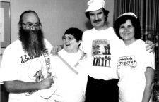 Steve Glew con otros coleccionistas en la Convención PEZ de Cleveland. Foto: Pez Outlaw Diary.