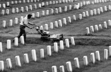 8654: Mowing the lawn at Veteran's Administration Woods Cemetery. August 27, 1980 © Milwaukee Journal Sentinel/Wisconsin Historical Society/Courtesy Everett Collection