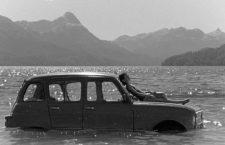 Retrato de ausente: «La idea de un lago» y la memoria como rompecabezas
