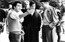 Stephen Frears, Gary Oldman y Alfred Molina durante el rodaje de Prick Up Your Ears, 1987. Fotografía: Civilhand / Zenith Entertainment.