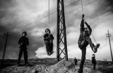 Qayyara, Iraq - 11.12.2016: Kids playing on makeshift swings in the outskirts of Qayyara. When the Islamic State (IS) was driven out from Qayyarah, they set the nearby oil fields on fire, disturbing air operations against the IS due to the heavy smoke filling the sky. *** Local Caption *** 20203340