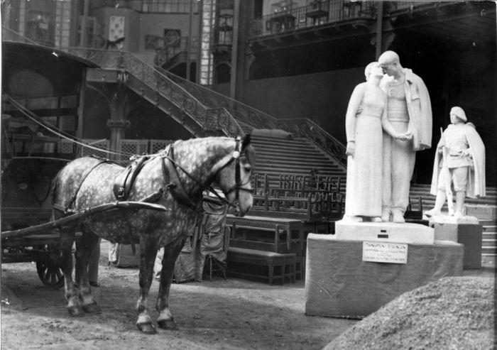 8. Modelo de yeso para el monumento a Steinlen