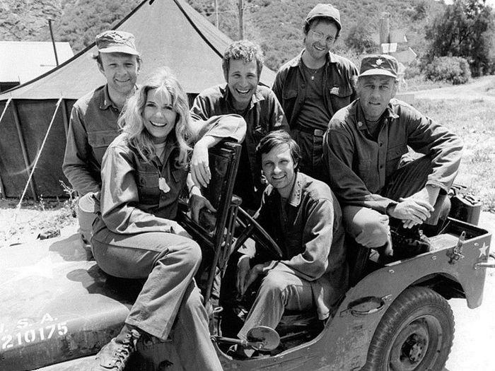 800px MASH TV cast 1974