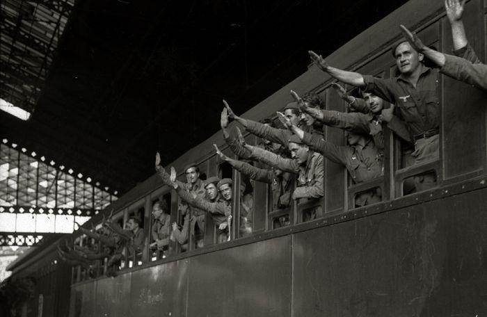 Llegada de integrantes de la División Azul a la estación del Norte 18 de 40 Fondo Car