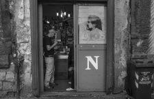 Napoles, 2017. Una imagene de Diego Armando Maradona en una tienda en el centro historico de la ciudad. Fotos: Antonello Nusca