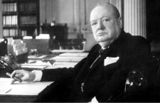 Churchill en su escritorio (CC)