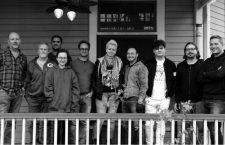 De izquierda a derecha, el equipo de Devolver Digital: Harry Miller, Rick Stults, Nigel Lowrie, Hazel Yang, Mike Wilson, Anna Sajecka, JM Specht Jared Stults, Jonathan Rosales, Andrew Parsons.