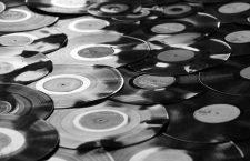 Coca, medios, tiendas de discos y Wall Street: razones del colapso de las discográficas