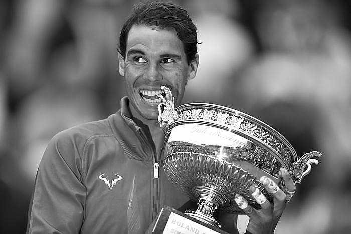 2018?6?11? .   ????????——?????????? .    6?10???????????? .    ???????????2018????????????????????????3?0??????????????? .    ?????????..(SP)FRANCE-PARIS-TENNIS-FRENCH OPEN-DAY 15-MEN'S SINGLES FINAL-AWARDING CEREMONY..(180611) -- PARIS, June 11, 2018  Rafael Nadal of Spain poses for photos during the awarding ceremony after the men's singles final against Dominic Thiem of Austria at the 2018 French Open Tournament in Paris, France on June 10, 2018. Rafael Nadal won 3-0 and claimed the title. (Credit Image: © Chen Yichen/Xinhua via ZUMA Wire) Rafa Nadal gna Roland Garros 589/cordon press