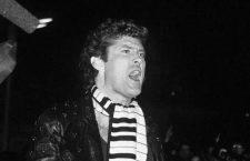 David Hasselhoff, su chupa de luces, su bufanda-piano y el intento de matarlo reventándole la cabeza