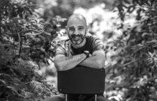 Víctor Amat: «Un libro de autoayuda que te ayuda ya no es autoayuda»