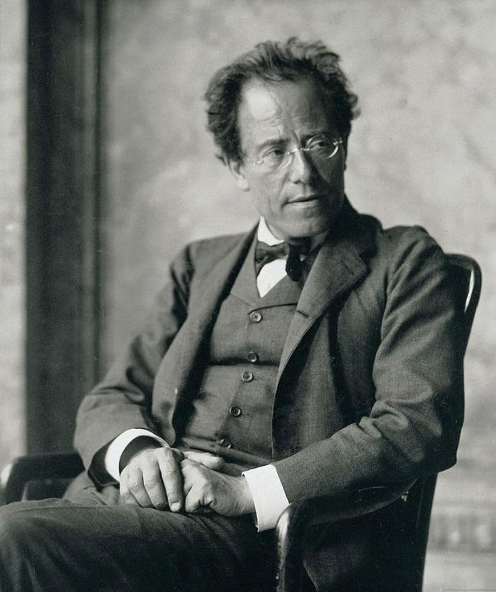 800px Photo of Gustav Mahler by Moritz Nähr 01