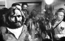 Le tueur en serie Charles Manson en 1969 a son transfert a Los Angeles lors de l'affaire Sharon Tate    ---   Serial killer Charles Manson in 1969 during his transfer in Los Angeles during Sharon Tate affair *** Local Caption *** Serial killer Charles Manson in 1969 during his transfer in Los Angeles during Sharon Tate affair