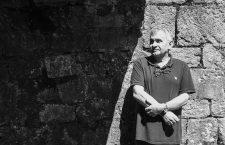 Bernardo Atxaga: «Qué gran cosa es pensar, qué libertad. La cabeza se puede mover por un espacio infinito»