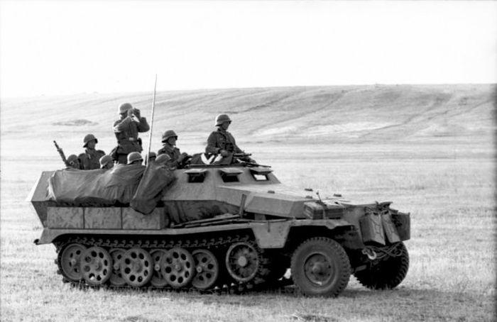 Bundesarchiv Bild 101I 217 0493 31 Russland Süd Schützenpanzerwagen result