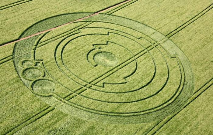 Lucy Pringle Aerial Shot of Pi Crop Circle panoramio result