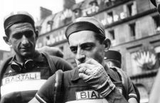Le cycliste italien Fausto Coppi sur le tour de France le 30 juin 1949 (il sera vainqueur de Tour) Neg:21282  --- Fausto Coppi during France cycling race june 30, 1949 *** Local Caption *** Fausto Coppi during France cycling race june 30, 1949