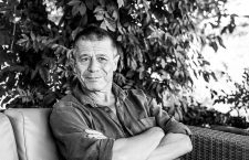 Emmanuel Carrère: «Soy una persona muy moral, pero eso no significa que me comporte bien»