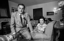 Le realisateur italien Federico Fellini et sa femme l'actrice Giulietta Massina en mai 1969 dans leur maison a Rome  Neg:2990/36a  ----  Italian director Federico Fellini and his wife actress Giulietta Massina in may 1969 at home in Rome