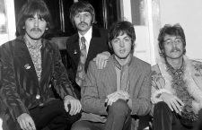 George Harrison, Ringo Starr, Paul McCartney y John Lennon, componentes de los Beatles, posando.  1967 Beatles promote Sgt Pepper. Photo: PictorialPress/SUNSHINE