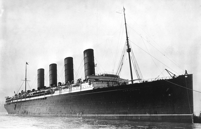 RMS Lusitania coming into port possibly in New York 1907 13 crop