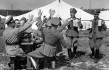 Nuremberg Rally in Nuremberg, Germany - Drinking beer in the camp the Berlin Amtswalter (political leaders of the NSDAP) in LAngwasser on the outskirts of Nuremberg. (Flaws in quality due to the historic picture copy) Photo: Berliner Verlag / Archive - NO WIRE SERVICE -