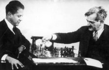 circa 1923:  German chess master Emanuel Lasker (1868 - 1941) right and  Cuban master Jose Raul Capablanca (1888 - 1942) in a game which ended in a draw.  (Photo by Hulton Archive/Getty Images)