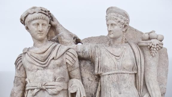 Agripina coronando a su hijo Nerón. Museo de Afrodisias actual Turquía DP.