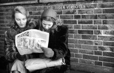 "From the series ""Conditions in Berlin after the War:"" Two young women read the newspaper in front of the writing ""Fuer Juden verboten"" (Jews prohibited) in Berlin, Germany, December 1945. Photo: Deutsche Fotothek / Fritz Eschen - NO WIRE SERVICE"